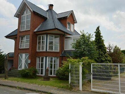 Individuell gestaltetes Wohn- und Geschäftshaus + Grundstücksflächen für Gewerbebetrieb -nahe Auffahrt BAB A2