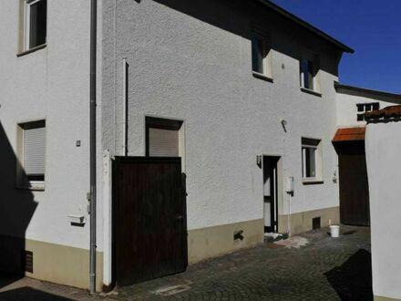 Renoviertes und bezugsfertiges Einfamilienhaus mit Scheune und Hof in Udenheim zu vermieten