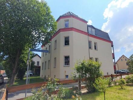 Erschwingliche und sanierte Wohnung mit drei Zimmern und Balkon in Zwickau