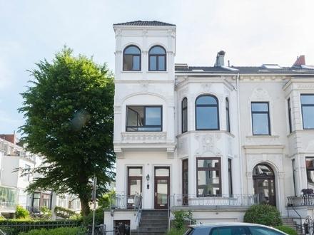 Erstbezug nach Modernisierung: Moderne Altbau-Wohnung über 3 Ebenen mit 2 Balkonen