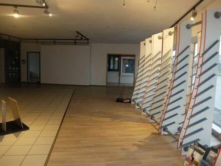 08_VH2148 Schöne, helle Ausstellungsfläche mit großer Schaufensterfront / Größerer Ort ca. 35 km südlich von Regensburg