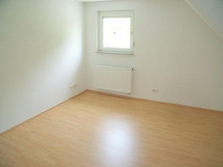 In einem Studenten-WG-Haus gelegenes Zimmer mit gemeinsamer Küche und Terrasse in der Ulmer Oststadt
