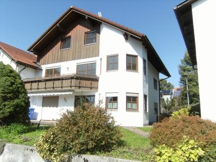2-Familienhaus mit Nebengebäude in Altusried