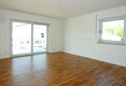 Für den Erstbezug bereit: Schicke 3 Zimmer Wohnung mit Balkon in Passau-Neustift zu vermieten!