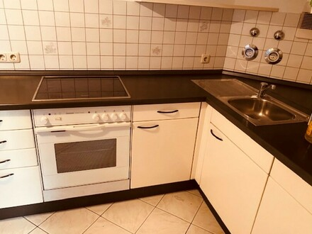 Schönes Apartment teilmöbliert mit weißer Einbauküche neuwertig