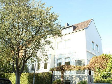 TT Immobilien bietet Ihnen: 1-Zimmer-Souterrain-Wohnung im Villenviertel!