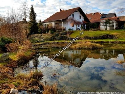 Uneinsehbares Einfamilienhaus mit Teich aus dem Jahr 2001