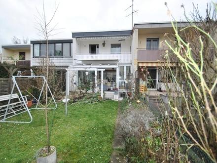 Frankfurt-Schwanheim: Gepflegtes Reihenmittelhaus in ruhiger Lage