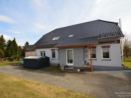 Modernisiertes Wohnhaus mit großzügigem Grundstück
