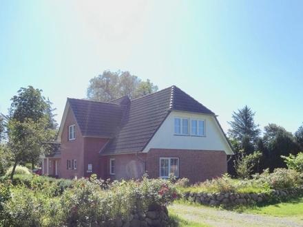 Kaufpreis auf Anfrage! Einfamilienhaus mit Einliegerwohnung und zusätzlichen Grundstück in Humptrup
