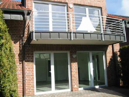 Schicke und moderne Doppelhaushälfte mit zwei Terrasse, Garten und gr. Garage. Bj.2000
