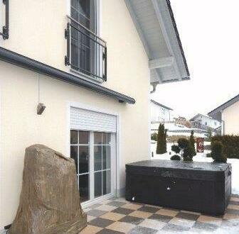 Schickes Einfamilienhaus m. Doppelgarage, Terrasse & Garten, in gehobener Lage, Hofkirchen bei Garham zu vermieten!