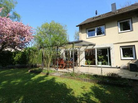 GESCHMACKVOLLES WOHNAMBIENTE Hochwertig modernisiertes Einfamilienhaus mit großem Garten