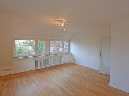 Große, helle 2-3 Zimmerwohnung in zentraler Lage in Aumund