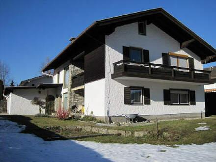 Zweifamilienhaus mit Doppelgarage