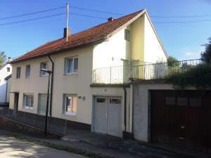 Wohnhaus mit Garage in guter Lage an der Brenz