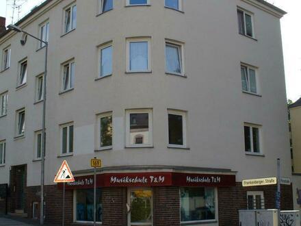 Viel Platz für eine kleine Familie - 3 Raum Wohnung mit Balkon zur Hofseite zu vermieten