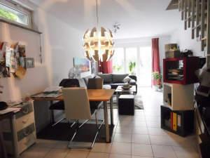 Wie im eigenen Haus: 3-ZW über 2 Etagen mit Freisitz und separatem Eingang