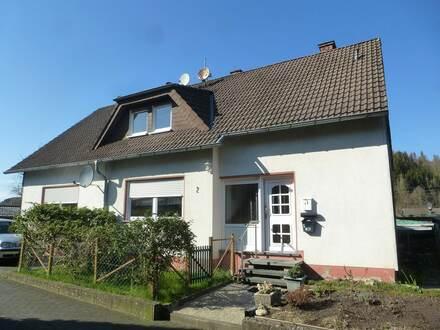 Gepflegte Dachgeschosswohnung mit Garten, Keller und Stellplatz in Netphen-Grissenbach