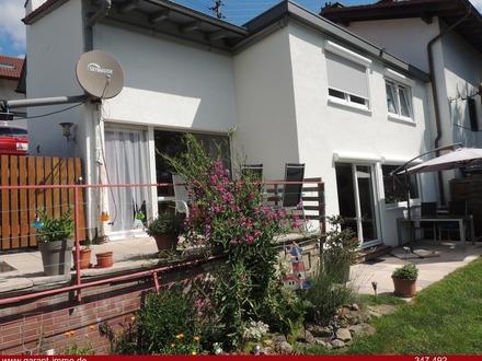 Sehr schönes, renoviertes und bezahlbares Haus auf Grenzbauweise in bester Aussichtslage!