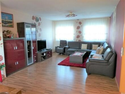 ARNOLD-IMMOBILIEN: Geräumige Wohnung in ruhiger Lage