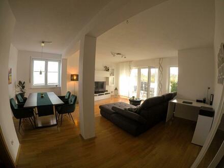 Vollständig renovierte 2,5 Zimmerwohnung in bester Lage