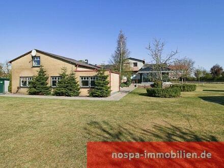 2010 teilsaniert: Wohnhaus mit Einliegerwohnung, Werkstatt, Lager, Hallen und Gewerbeflächen