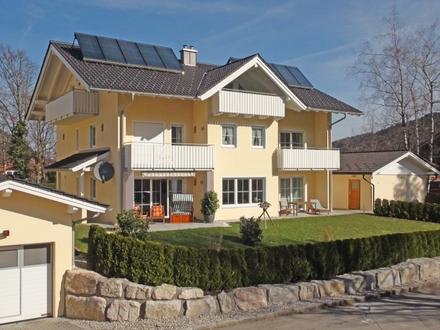 Sehr große exklusive Wohnung über zwei Etagen in bester Lage mit eigenem Garten