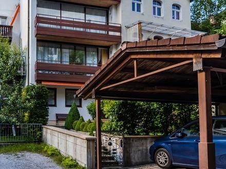 Individuelles, angebautes Wohnhaus mit kleinem Vorgarten in ruhiger, zentraler Lage von Bad Tölz