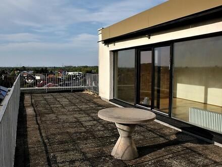 :: Seltene Penthouse Wohnung mit viel Potenzial und großer Dachterrasse (E 660) ::