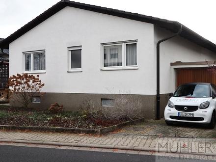 Kompakter Bungalow mit Garage und schönem Garten