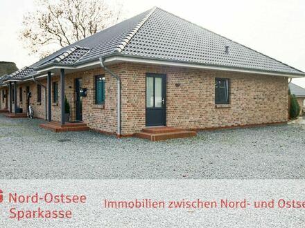 Neuwertiges und komplett vermietetes Mehrfamilienhaus mit 3 ebenerdigen Wohneinheiten in Rantrum