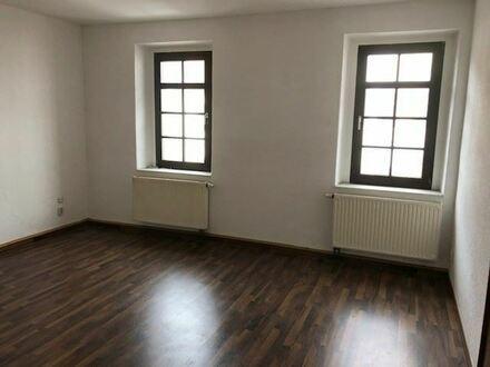 +++ Helle Wohnung mit neuem Laminat im Herzen von Penig +++