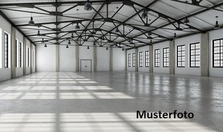 + Werkstattgebäude mit Hoffläche +