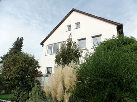 Charmante DHH mit Terrasse und kleinem Grundstück