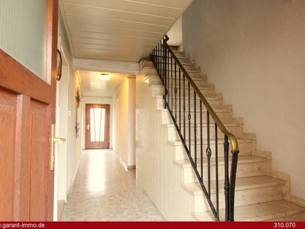 Renovierungsbedürftiges Einfamilienhaus mit großem Stadel!
