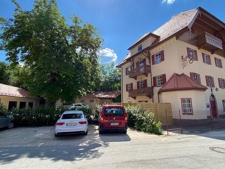 Hochwertig sanierte, wohnliche Erdgeschoss-Gewerbeeinheit mit zugehöriger Außenfläche