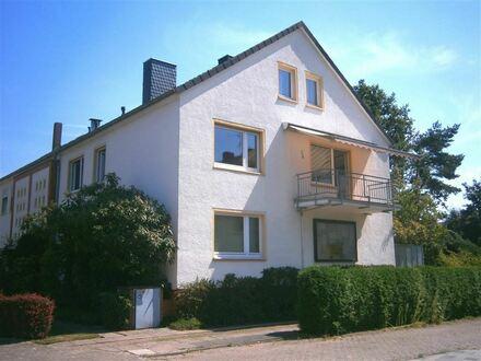 METEOR IMMOBILIEN : Gepflegte 2-Zimmer-Wohnung + Garten + Blockhaus
