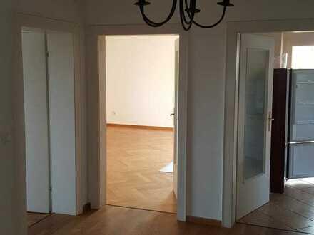 Sehr schöne ruhige und gepflegte 4 Zimmerwohnung mit Balkon, Parkett und Einbauküche in 2-Familienhaus in Neuhaus am Inn
