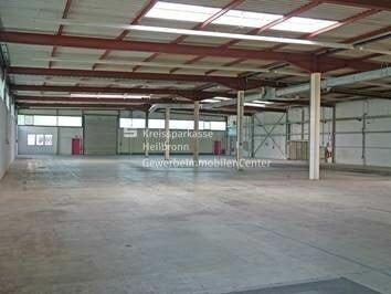 Gewerbehalle mit Büro an der A81