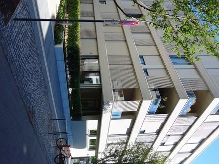Neckarbogen! Ansprechende 3 Zimmer-EG-Wohnung mit 108 m² Wohnfläche, Südwestterrasse und eigener Garten