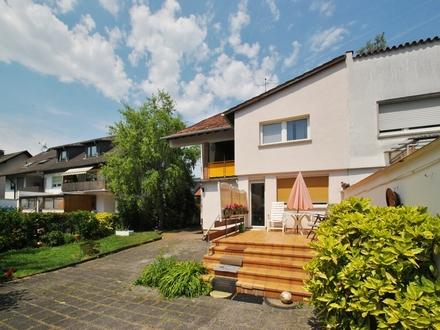Frankfurt-Goldstein: Großzügige Doppelhaushälfte mit sonnigem Grundstück