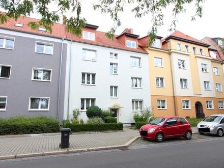 Mit Balkon und Badewanne - in der Stadt und Blick ins Grüne! 2-Raumwohnung für 1 - 2 Personen.
