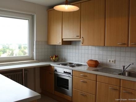 LAYER IMMOBILIEN: 3-Zimmer-Wohnung mit Aufzug, verglaste Loggia und Einbauküche zu kaufen