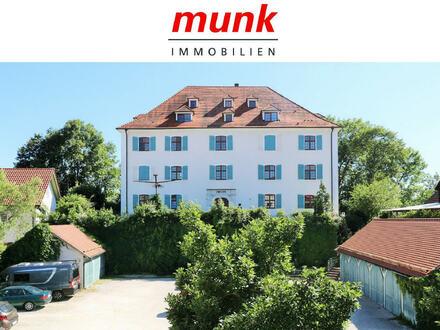 Schloßherren-Feeling! 4-Zimmerwohnung in Öpfingen