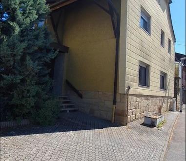 Mehrfamilienhaus mit Nebengebäuden, großem Garten, Innenhof und ca. 1274 qm Grundstück