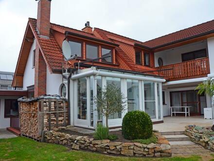 Wunderschöne 3-Zi Eigentumswohnung im Erdgeschoss eines Zweifamilienhauses mit Wintergarten, Garage, Keller und Garten in…