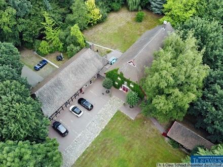 Ammerländer Landhaus mit Praxisgebäude und Weideflächen am Stadtrand von Oldenburg