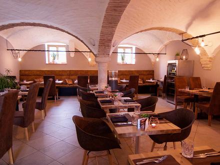 500 Jahre alter Bauernhof mit Charakter, liebevoll und trotzdem modern renoviert. Als Restaurant, Veranstaltungslocation…