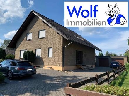 ~~ Großzügige und modernisierte 3 Zimmer Dachgeschosswohnung mit einer Terrasse im Garten! ~~